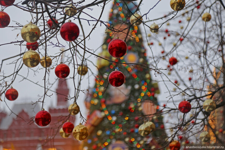 Расцветает всеми красками, сияет и сверкает, манит и зовет. И даже хмурое небо не испортит вам настроение! Сейчас пройдемся по самым крутым и нарядным базарам России, и будет нам праздник!