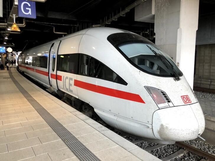 Поезд ICE на вокзале Гамбурга