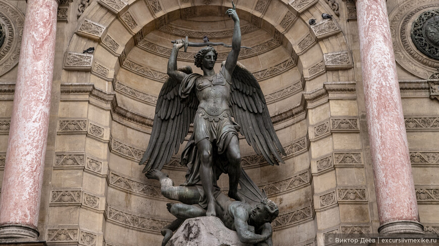 Ангелы украшающие фасад собора