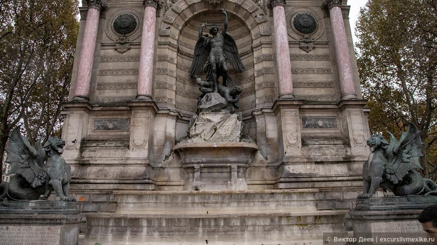 Общая экспозиция фасада собора. Львы и Ангелы
