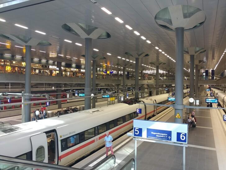 Поезд ICE на вокзале Берлина