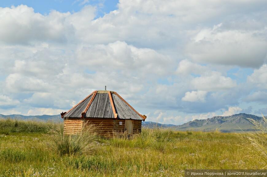 В небольшой деревянной юрте находится музей, посвященный тагарской культуре