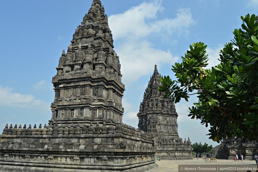 Поскольку при строительстве храмов не использовался связующий камни раствор, храмы Прамбанан сильно пострадали от сейсмической активности острова Ява.