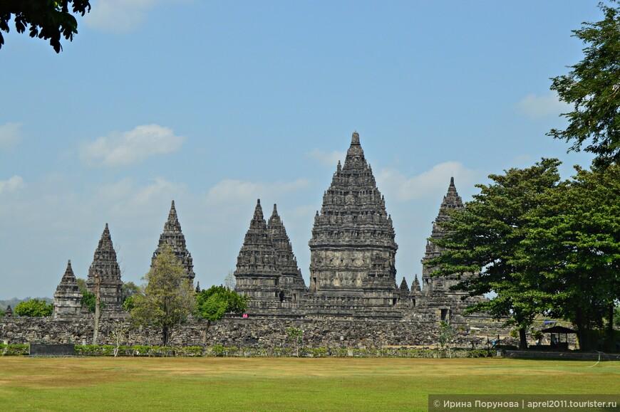 Храм Прамбанан уникален, я настоятельно рекомендую посетить его!