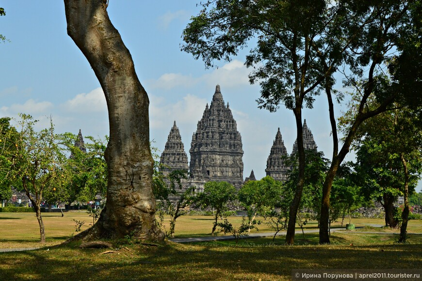 Прамбанан появился на свет в результате соперничества буддистских и индуистских династий в Королевстве Матарам.