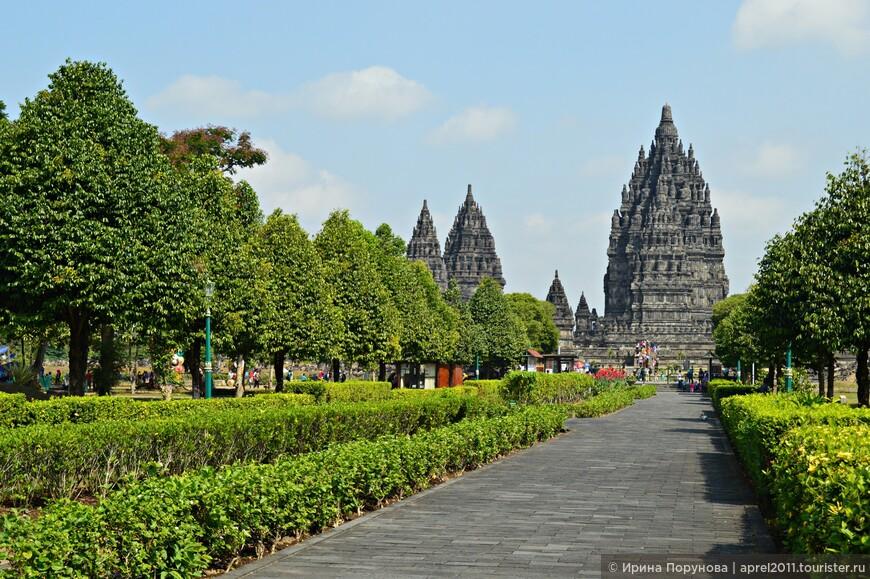 Скорее всего, индуистский комплекс построили в ответ на недавнее завершение строительства буддийского Боробудура.