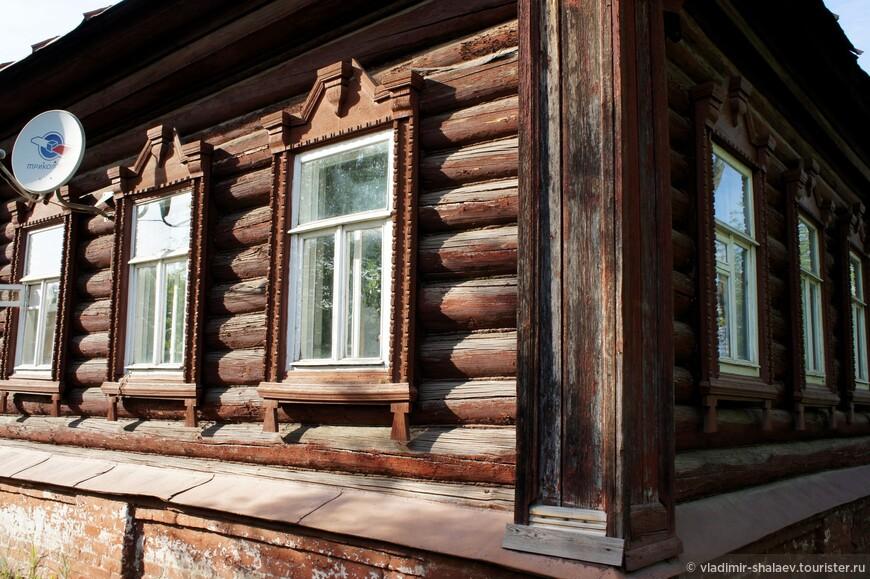 И если деревянные дома мало отличаются разнообразием, то по внешнему оформлению они все разнятся.