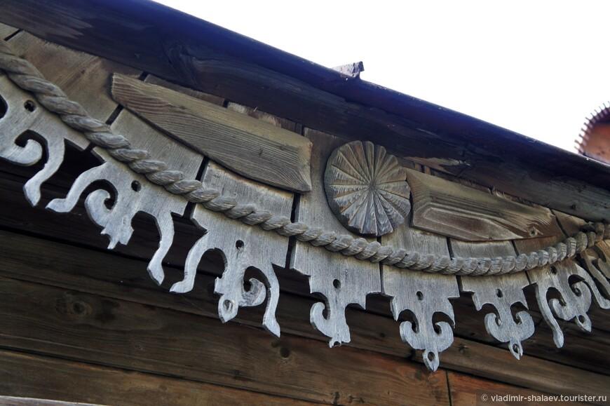 ...декорированные фронтоны и свесы