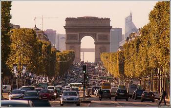 Триумфальная арка в Париже, поврежденная в ходе беспорядков, откроется сегодня