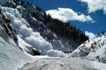 Транскавказская магистраль закрыта для транспорта из-за снегопада