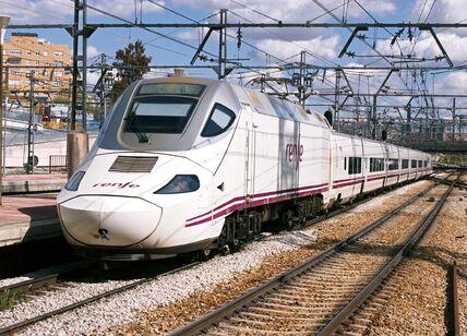 S-130_Talgo_emu_at_Atocha_(5553139390).jpg