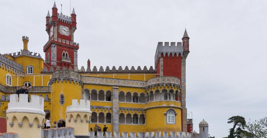 Дворец Пена в Португалии