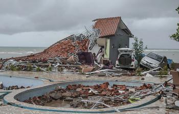На Индонезию обрушилось мощное цунами: погибли 222 человека