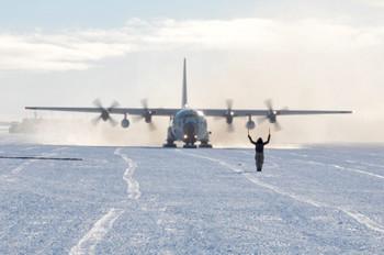 В США из-за снежной бури отменены и задержаны более 7000 авиарейсов