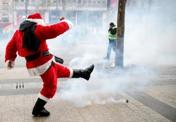 В Париже к Новому году усилят меры безопасности