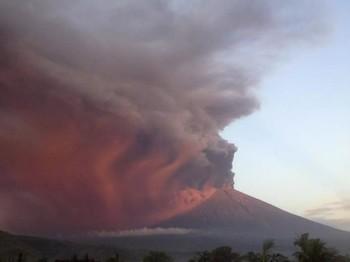 Туристам рекомендуют не посещать район вулкана Агунг на острове Бали