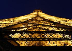 Эйфелева башня. Увидеть Париж во всей красе.