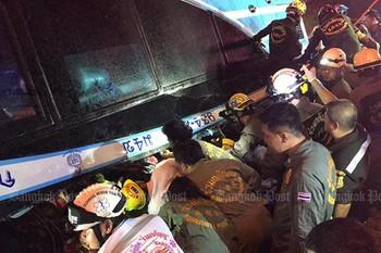 Автобус с туристами перевернулся в Таиланде: шестеро погибших