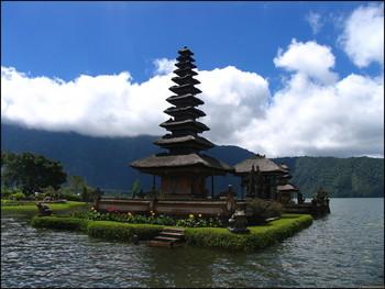 На острове Бали запретили использовать пластиковые изделия