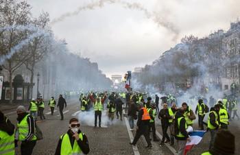 Туристов призывают к осторожности в Париже в ближайшие выходные