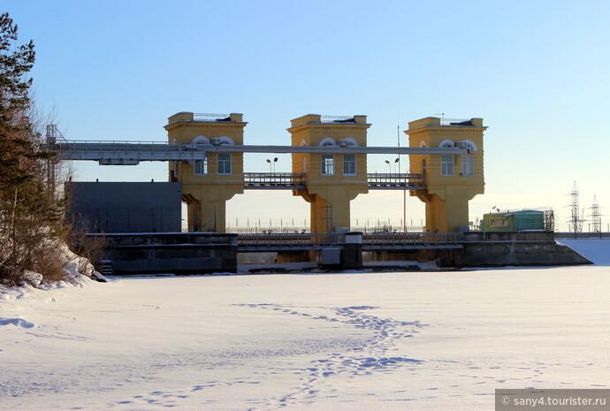 Плотина Белоярского водохранилища.