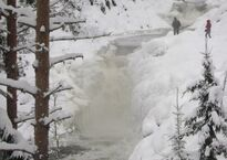 Kivach_Waterfalls_at_winter.jpg