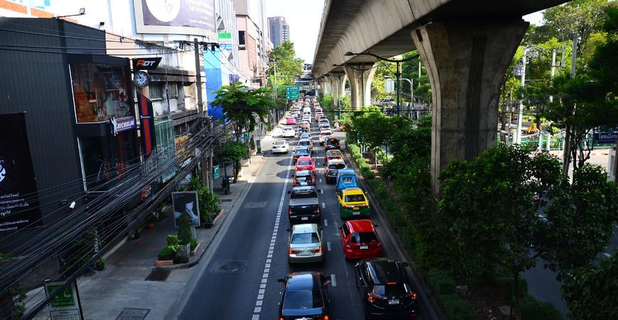 Сукхумвит-роуд в Бангкоке