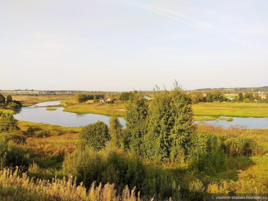 Вид от монастыря на долину реки Москва.