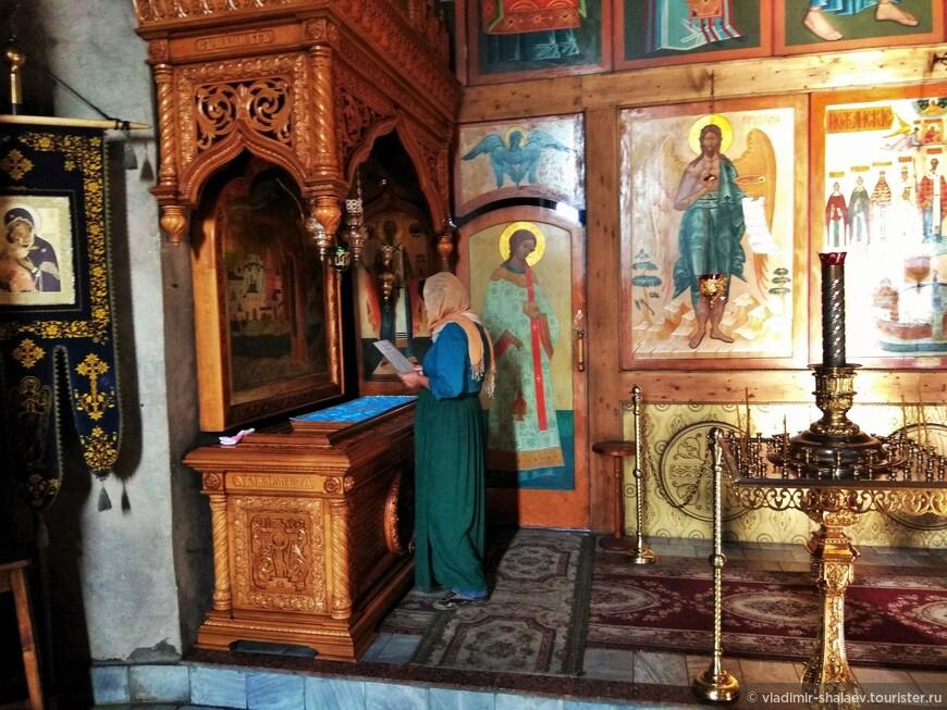 В соборе почивают святые мощи преподобного Ферапонта Белозерского.