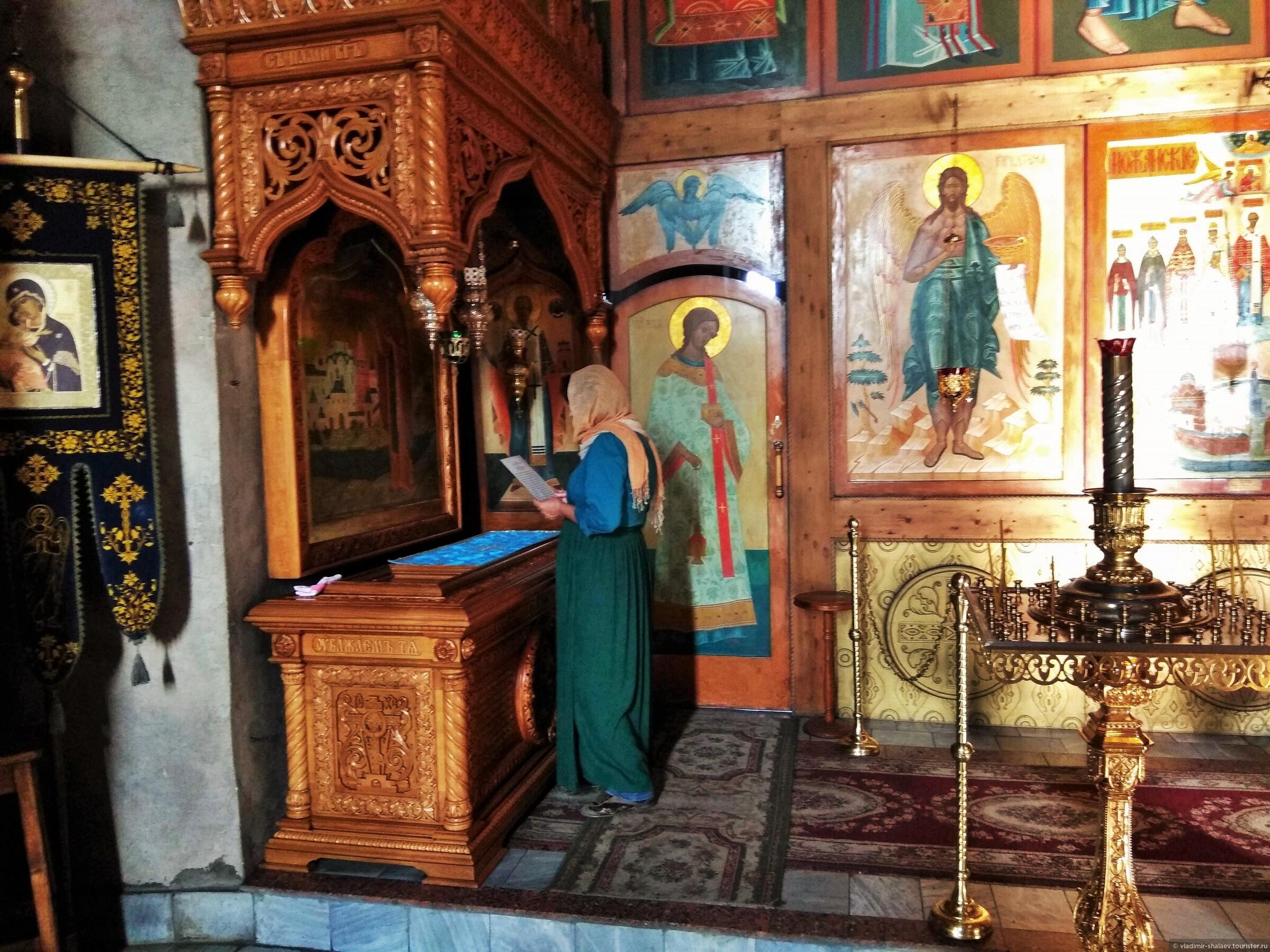 В соборе почивают святые мощи преподобного Ферапонта Белозерского., Попутный город