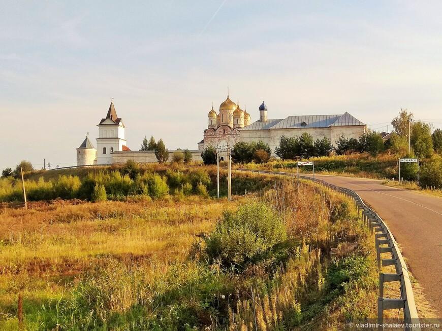 Следующим пунктом для посещения может стать Лужецкий Рождества Богородицы Ферапонтов мужской монастырь. Он находится на северной окраине Можайска. Это единственный из сохранившихся монастырей Можайска.