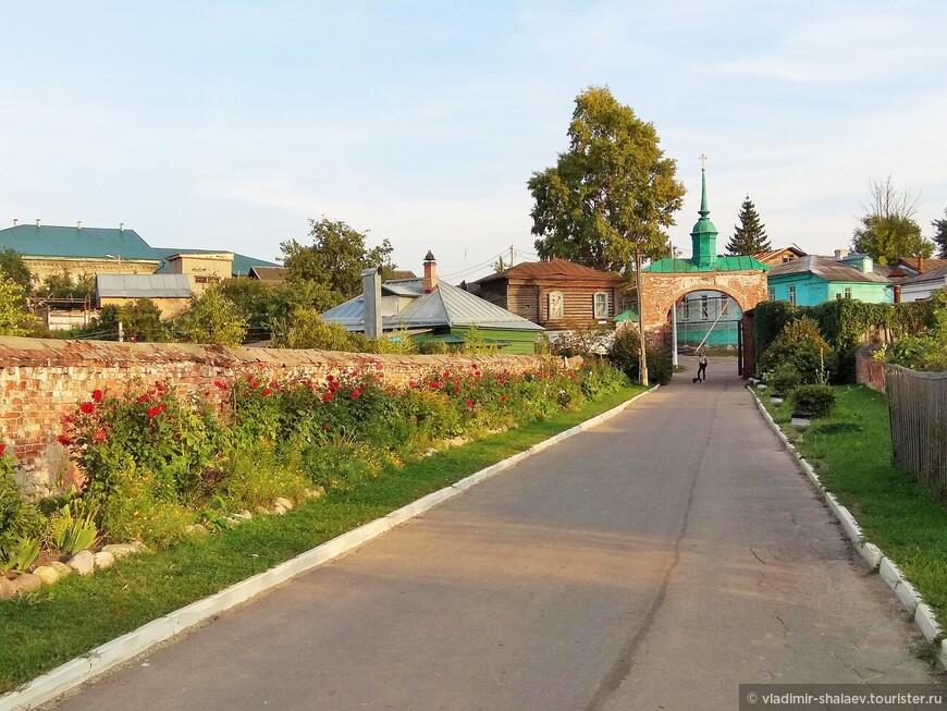 Каменный кремлевский мост.