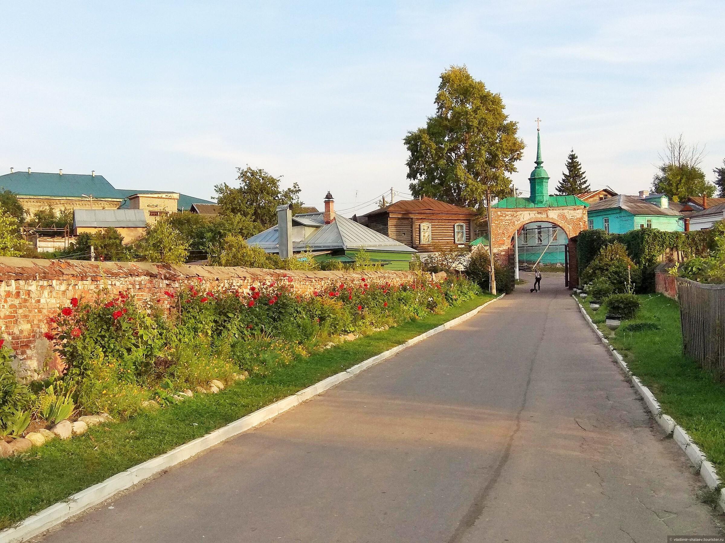 Каменный кремлевский мост. , Попутный город