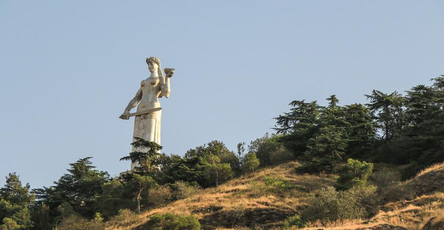 Монумент «Мать Картли» в Тбилиси