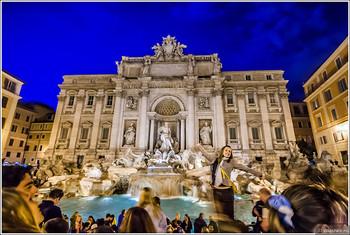 Ватикан и мэрия Рима борются за монеты, брошенные туристами в фонтан Треви