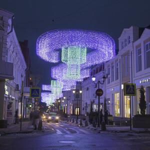 Тем более, на зимних каникулах вечерами в Ростове есть где развернуться! Вот вам несколько вариантов, куда отправиться за неоновым светом и праздничным мерцанием.
