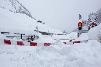 Сотни туристов в Давосе заблокированы снегопадом