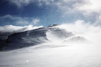 Туристов предупреждают о сильных снегопадах в горных районах Калифорнии
