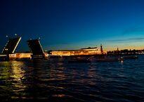 1024px-Дворцовый_мост_и_стрелка_Васильевского_острова.jpg