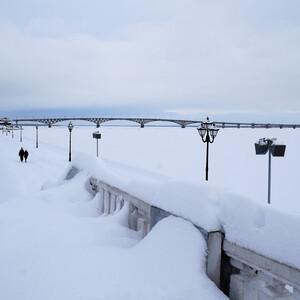 Одна из достопримечательностей города - автомобильный мост. Соединяет Саратов и Энгельс. Длина моста 2825м