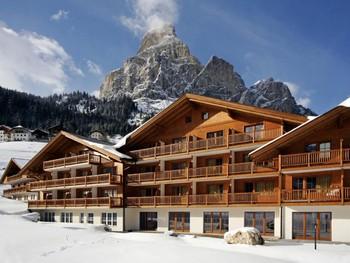 Российский турист выпал с балкона отеля на горнолыжном курорте в Италии