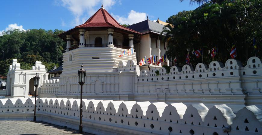 Храм Зуба Будды в Канди на Шри-Ланке