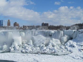 Ниагарский водопад замёрз из-за холодов в США (видео)