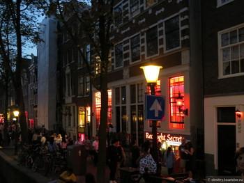 Туристов в Амстердаме будут штрафовать за селфи в Квартале красных фонарей