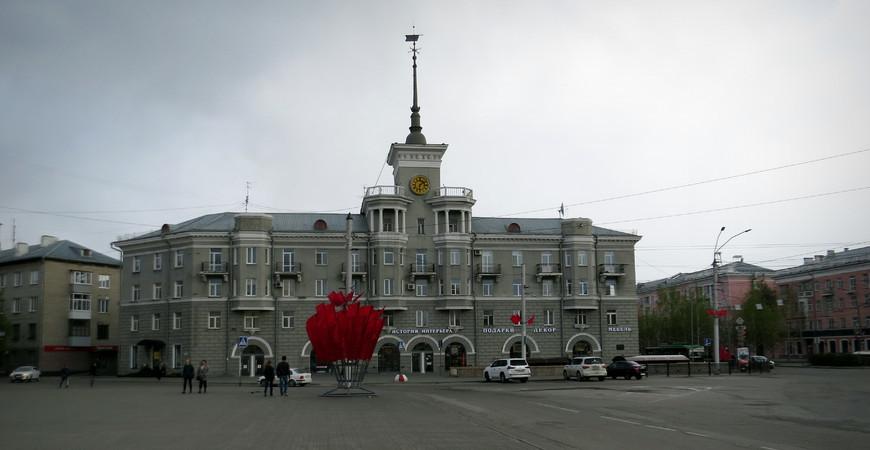 Дом под шпилем в Барнауле