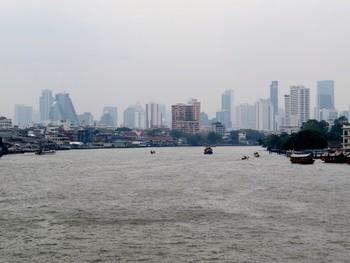 Туристам не рекомендуют выходить на улицу в Бангкоке