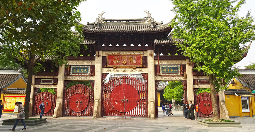 Храм Лунхуа