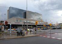 Estación_de_Sants_y_Hotel_Barceló_Sants_-_panoramio.jpg