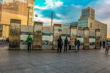 Берлинская стена в районе Потсдамской площади