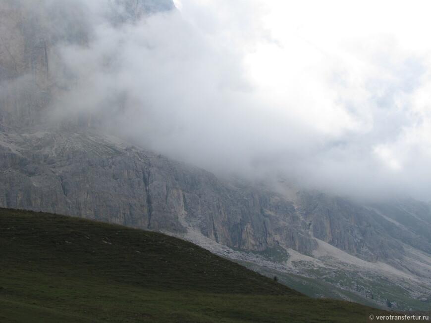 Как известно в горах погода очень быстро меняется .Туман может прийти внезапно .